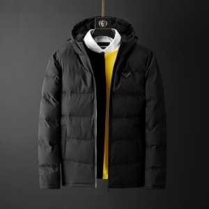 きれいめ大人スタイルサイズ感  プラダ 2019-20秋冬おすすめカラーも紹介  PRADA メンズ ダウンジャケット 大人っぽさや重厚感をカジュアル-3