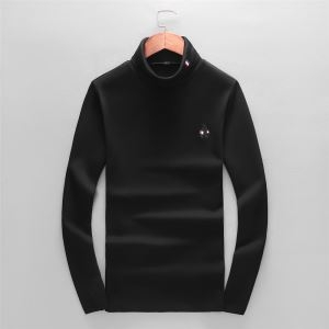 季節感と柔らかい雰囲気を演出 プラダ PRADA 長袖Tシャツ 2020秋冬定番コーデ-3