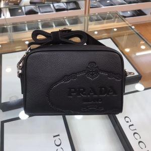 シンプルなファッション ミニバッグ プラダ  2020モデル PRADA-3