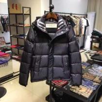 バーバリー BURBERRY フェイクファー製のコート 人気ファッション雑誌でも掲載 秋服コーデ2019年版-1