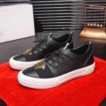 VERSACE スニーカー 大人ライクなシンプルさを演出 ヴェルサーチ 靴 メンズ コピー ブラック カジュアル コーデ おすすめ 完売必至-1