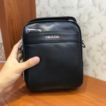 大人っぽさや重厚感をカジュアル  ショルダーバッグ プラダ トレンドを問わず長く愛用 PRADA 2019/2020年最新のブランド新品-1