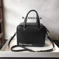 バレンシアガ ショルダーバッグ 黒 ナチュラルな雰囲気を醸し出すアイテム メンズ BALENCIAGA コピー デイリー コーデ セール-1