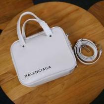 ショルダーバッグ バレンシアガ メンズ シンプルさを増やす新作 BALENCIAGA コピー 黒白2色 日常 お買い得 513995C8K021000-1