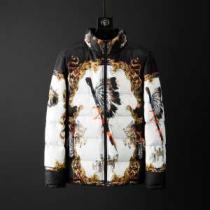 おしゃれに秋を迎えるために ヴェルサーチ 人気ブランドの秋冬新色 VERSACE 2019トレンドカラー秋冬セール メンズ ダウンジャケット-1