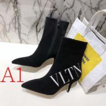 レザーブーツ 3色可選 2020年秋冬に欠かせない ヴァレンティノおしゃれでおすすめ今季トレンド  VALENTINO  2020トレンドファッション新品-1