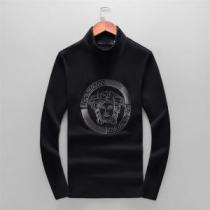 季節感と柔らかい雰囲気を演出 2020秋冬憧れスタイル ヴェルサーチ VERSACE 長袖Tシャツ-1