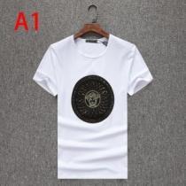 ヴェルサーチ 春夏コーデにも取り入れやすい 3色可選  VERSACE オールシーズンの着こなし術 半袖Tシャツ-1
