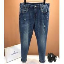 モンクレール ジーンズ 値段 ナチュラルなスタイルが魅力 MONCLER メンズ スーパーコピー ダークブルー 通勤通学 限定セール-1