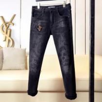 30代男性ファッション2020ヴェルサーチ デニム サイズ はくだけで着こなしVERSACE春夏カジュアルジーンズ-1