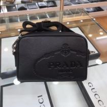 シンプルなファッション ミニバッグ プラダ  2020モデル PRADA-1