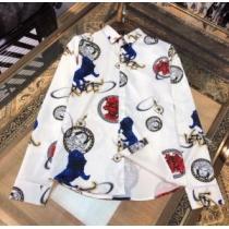 知的なムードを演出 VERSACE シャツ 人気新作 ヴェルサーチ 服 メンズ スーパーコピー 黒白2色 個性 ストリート お買い得-1