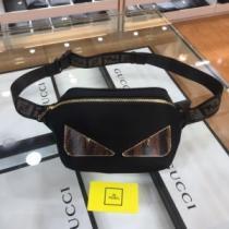フェンディ ショルダーバッグ メンズ シックさを感じるアイテム FENDI スーパーコピー ストリート コーデ おすすめ 格安-1