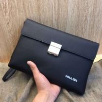PRADA プラダ クラッチバッグ 新作 日常コーデをシックに華やぐ限定品 メンズ コピー ブラック レザー 2020限定 完売必至-1