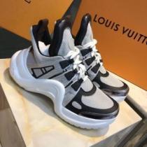 LOUIS VUITTON 春夏ファッションがもっと楽しくなる  ルイ ヴィトン シンプルで柔らかなスタイル スニーカー-1