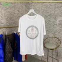 手頃価格でカブり知らず プラダ PRADA 2色可選 半袖Tシャツ 通勤通学どちらでも使え-1